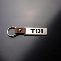 [Oceľový prívesok na kľúče s koženým remienkom TDI]