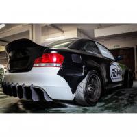 [Royal Body Kit BMW E82 Błotnik Prawy Tył]